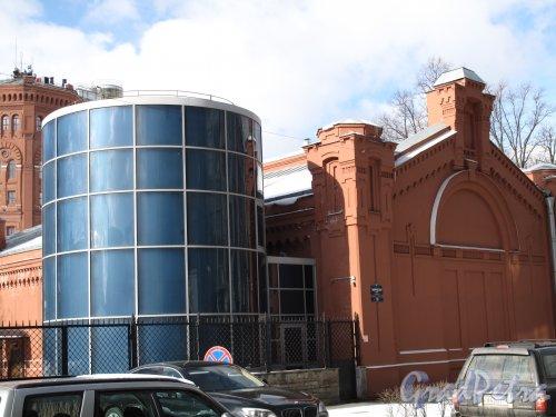 Таврическая ул., д. 10. Информационно-образовательный центр Водоканала. Вид на комплекс со стороны Таврической ул. Фото март 2014 г.