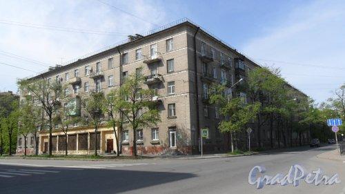 Улица Возрождения, дом 19 / улица Зайцева, дом 38. Общий вид здания. Фото 18 мая 2014 года.
