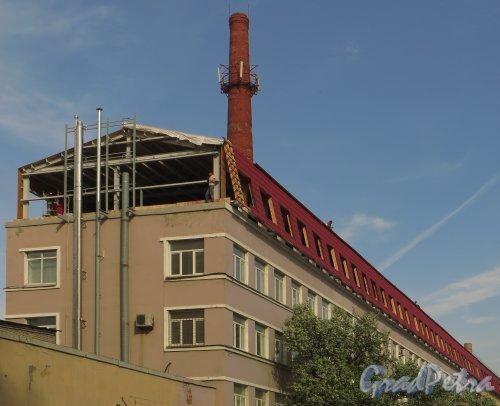 Уральская улица, дом 19, корпус 9, литераж. Надстройка здания. Фото 18 мая 2014 года.