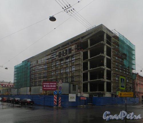 улица Кропоткина, дом 1. Строительство нового бизнес-центра «Сенатор». Вид со стороны перекрестка улицы Ленина и Пушкарского переулка. Фото 28 мая 2014 года.