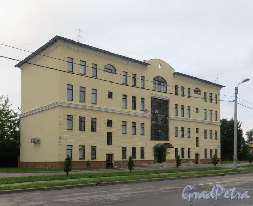 улица Одоевского, дом 5. Общий вид здания. Фото 7 июня 2014 года.