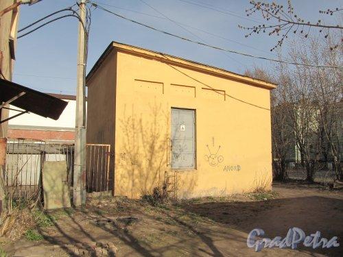 улица Одоевского, дом 23, литера Т. Трансформаторная подстанция. Фото 30 апреля 2012 года.