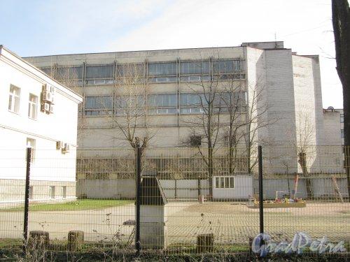 улица Одоевского, дом 8. Фрагмент фасада здания. Вид с Железноводской улицы. Фото 30 апреля 2012 года.