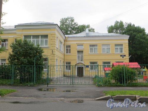 улица Одоевского, дом 23. Правая часть здания дома ребенка. Фото 7 июня 2014 года.