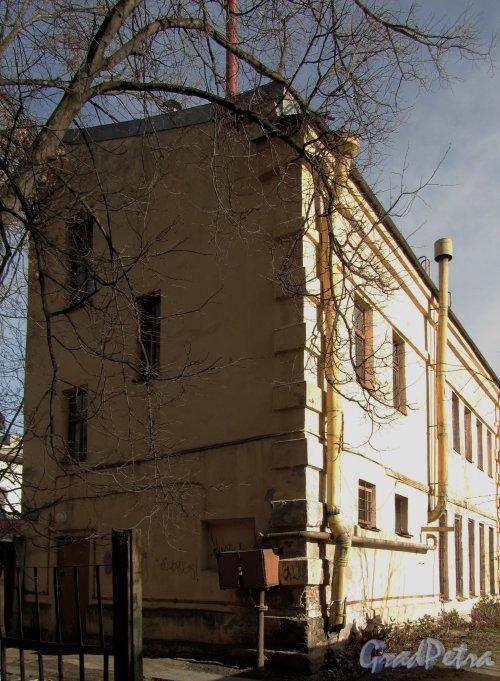 улица Одоевского, дом 23, корпус 2. Вид на здание с Железноводской улицы. Фото 30 апреля 2012 года.