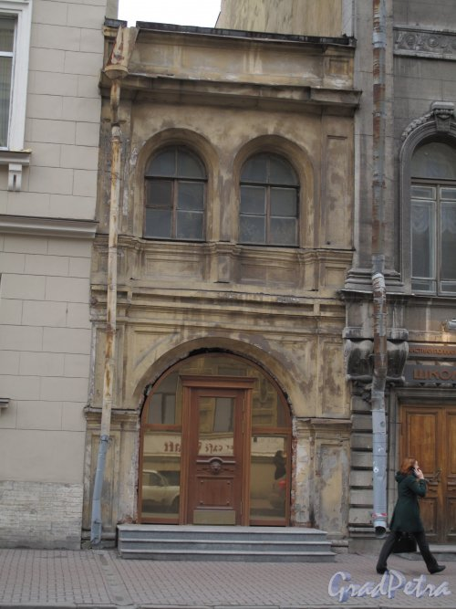 Гагаринская ул., д. 5. Правая часть. Вставка между домами. Фото март 2014 г.