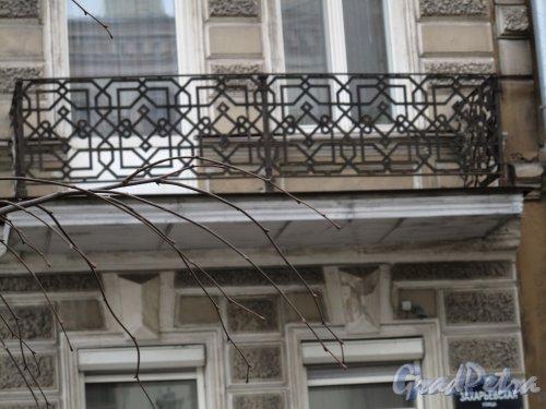 Захарьевская ул., д. 5 Доходный дом П. С. Оболенского-Нелединского-Мелецкого. Балкон. Фото март 2014 г.