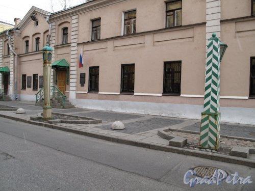 Одесская ул., д. 1. Доходный дом и бани Старчикова. Общий вид. Фото март 2014 г.