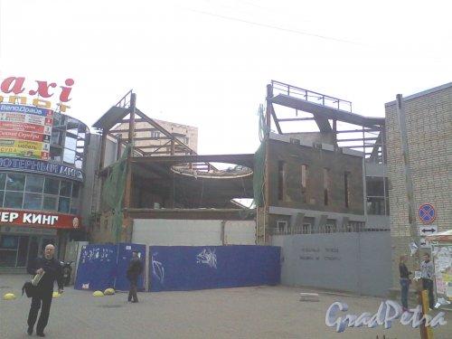 Железноводская ул., дом 68, корпус 2, литера Б. Общий вид ремонтируемого здания. Фото 6 мая 2014 г.