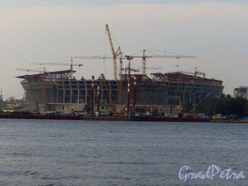 Южная дорога, дом 25. Строительство нового стадиона. Вид со стороны Васильевского острова. 29 июля 2014 года.