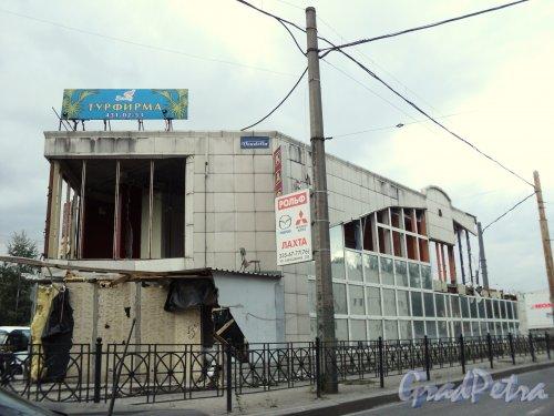 Снос торгового центра у станции метро «Старая деревня». Фото 21 сентября 2010 года.