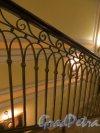 Улица Якубовича, дом 24. Бизнес-центр «Ново-Исаакиевский». Решетка лестницы. Фото 2 декабря 2014 года.