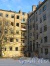 Коммунистическая улица, дом 5, литера А. Угловая часть жилого дома со двора. Фото 5 января 2015 года.