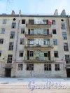 Коммунистическая улица, дом 5, литера А. Фрагмент фасада жилого дома со стороны двора. Фото 5 января 2015 года.