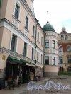 Г. Выборг, ул. Северный Вал, д. 3. Дом купца Йохана Векрута (Жилое здание с Кафе). Часть здания выходящая на площадь Старой Ратуши. Фото июнь 2014 г.