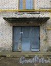Посёлок Торики, улица Политрука Пасечника, дом 16. Опечатанные и закрытые «чёрные» выходы из подъездов жилого дома. Фото 6 марта 2015 года.