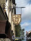 Г. Выборг, Крепостная ул., д. 3. Губернский почтовый дом, нынежилой дом с магазинами. Вывеска-консоль. Фото июнь 2013 г.