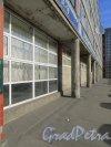 Улица Салова, дом 63. Фрагмент первого этажа со стороны улицы Салова. Фото 18 марта 2015 года.