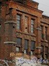 Малая Митрофаньевская улица, дом 4, литера Л. Фрагмент кладки главного здания Первого механического хлебозавода со стороны Малой Митрофаньевской улицы. Фото 17 апреля 2015 года.