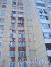 Яхтенная ул., дом 2, корпус 1. Фрагмент фасада. Фото 8 января 2015 г.