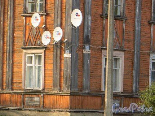Ленинградская область, Всеволожский район, поселок Дубровка. Советская улица, дом 7. Угол дома. Фото 10 сентября 2014 года.