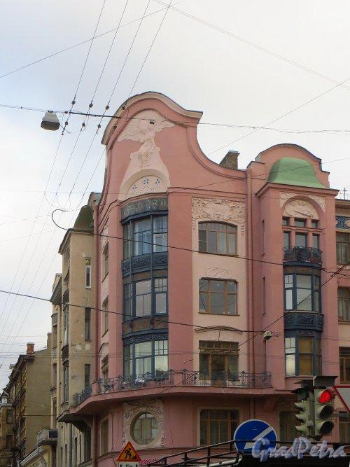 улица Жуковского, дом 53 / улица Восстания, дом 19. Угловая часть дома после реставрации фасада здания со стороны улицы Восстания. Фото 22 октября 2014 года.