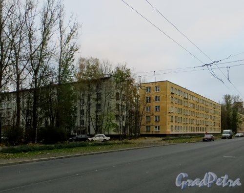 Улица Зины Портновой, дом 8 (слева) и дом 10 (справа). Общий вид. Фото 22 октября 2014 года.