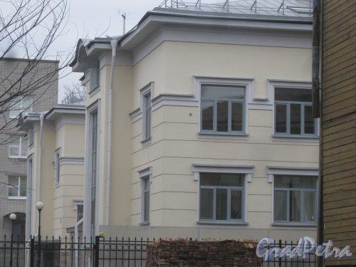 г. Павловск, ул. 1-го Мая, дом 12. Фрагмент здания. Фото 5 марта 2014 г.