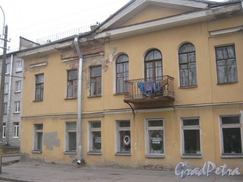 г. Павловск, Конюшенная ул., дом 9. Фрагмент фасада. Фото 5 марта 2014 г.