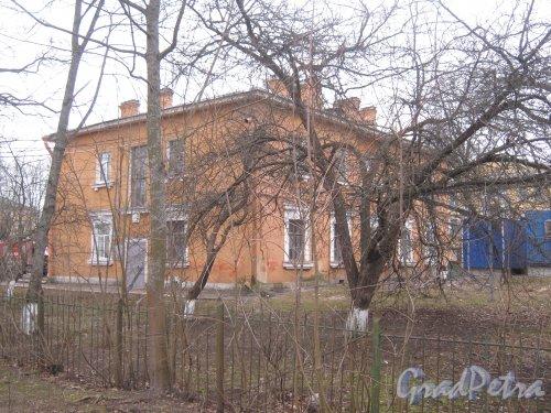 г. Павловск, Конюшенная ул., дом 11. Вид с ул. 1-го Мая. Фото 5 марта 2014 г.