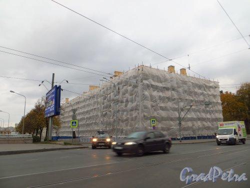улица Академика Лебедева, дом 6, литера В. Ремонт здания. Фото 11 октября 2014 года.