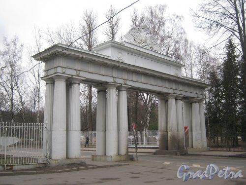 г. Павловск, Садовая ул. Николаевские ворота. Фото 5 марта 2014 г.