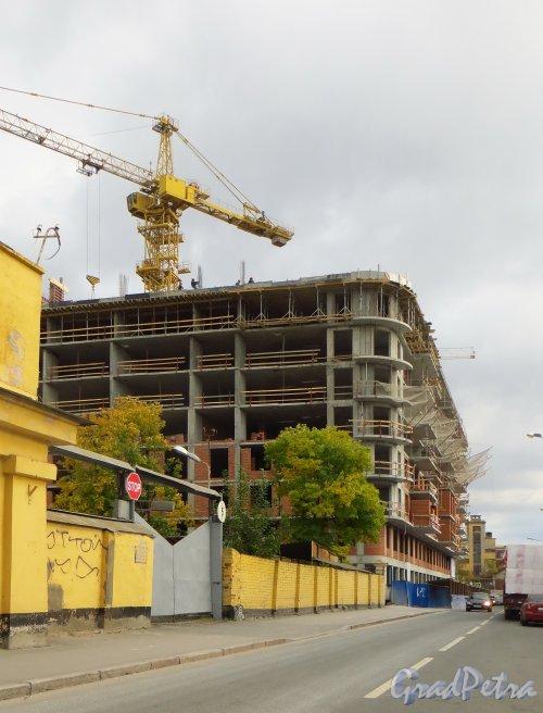 Строительство «Дома на Зеленина». по адресу Малая Зеленина улица, дом 1 / Корпусная улица, дом 22. Фото 30 сентября 2014 года.
