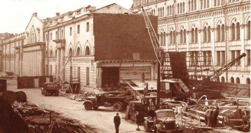Думская линия, дом 2. Разборка Перинных рядов в связи со строительством метро. Фото 1962 года.