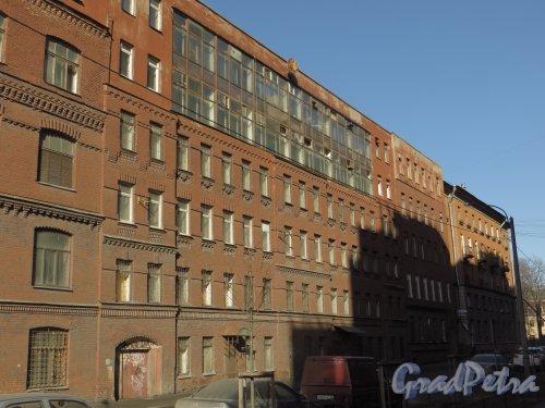 Большая Зеленина улица, дом 24, литера Б. Фасад по Корпусной улице. Фото 22 марта 2014 года.