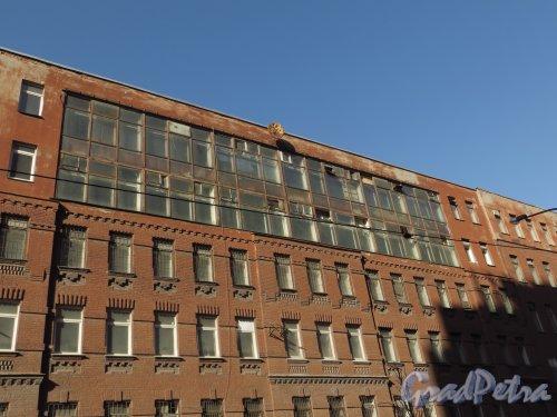 Бол. Зеленина улица, дом 24, литера Б. Фрагмент фасада по Корпусной улице. Фото 22 марта 2014 года.