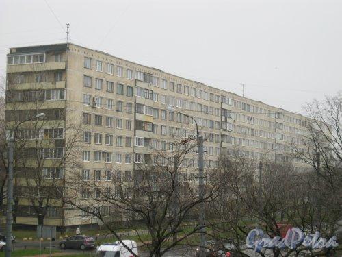 Будапештская ул., дом 50. Общий вид с пешеходного надземного моста на пересечении пр. Славы и Будапештской ул. Фото 3 ноября 2014 г.