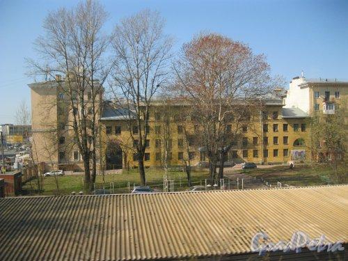 Кантемировская ул., дом 18. Вид из проезжающей мимо электрички. Фото 22 апреля 2014 г.