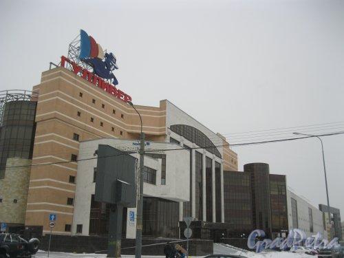 Торфяная дорога, дом 7, литера А. Фрагмент здания ТРК «Гулливер». Фасад по Заусадебной ул. Фото 8 января 2015 г.