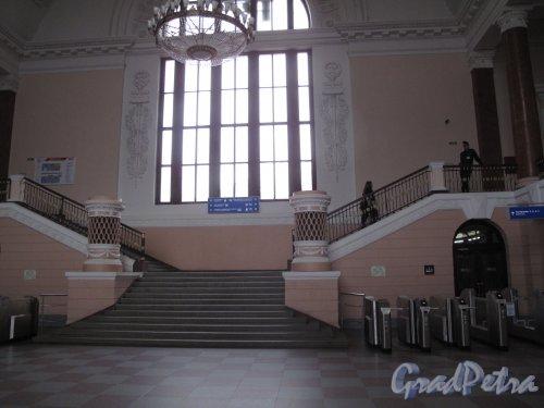 Выборг,железнодорожная ул., д. 8.железнодорожный вокзал. 1951-54. Центральная лестница зала ожидания. Фото июнь 2014 г.