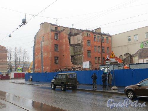 Улица Мира, дом 36. Начало сноса лицевого здания. Фото 9 марта 2015 года.