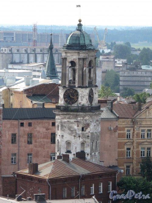 Г. Выборг, Крепостная ул., д. 5а. Часовая башня. С башни Святого Олафа. Фото июнь 2013 г.