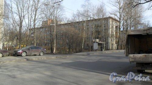 Новороссийская улица, дом 4. 5-этажный кирпичный дом 1972 года постройки. Фото 6 марта 2015 года.