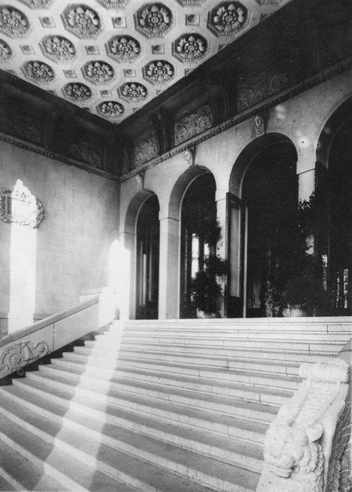 Караванная ул., дом 12. Вход в кинотеатр «Сплендид-Палас». Фото начала XX века.