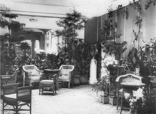 Караванная ул., дом 12. Гостиная кинотеатра «Сплендид-Палас». Фото начала XX века.