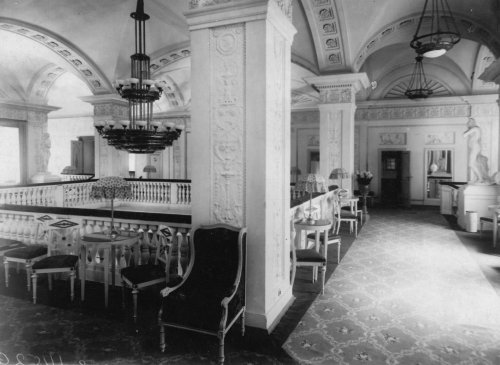 Караванная ул., дом 12. Верхнее фойе кинотеатра «Сплендид-Палас». Фото начала XX века.