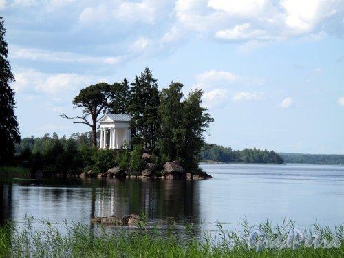 г. Выборг, Парк Монрепо. Усадьба Монрепо. Храм Нептуна, 1800-е, разобран в 1948, восстановлен в 1999, сгорел в 2010 г. Фото июль 2009 г.