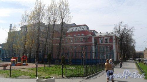 10-я Красноармейская улица, дом 22, литер А. Бизнес-центр «Келлерман». Вид здания с Лермонтовского проспекта. Фото 5 мая 2015 года.