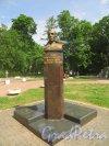 город Кронштадт, бюст Героя Советского Союза Василия Марковичажильцова, установленный на Красной улице. Фото 22 июня 2015 года.