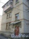 Лен. обл., Гатчинский р-н, г. Гатчина, ул. Чкалова, дом 3. Фрагмент здания со стороны двора. Фото 12 мая 2015 г.